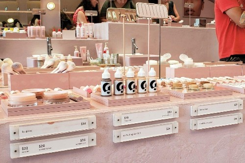 Glossier: From Beauty Blog to Billion-Dollar Brand Valuation