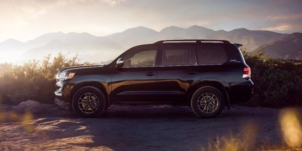 Toyota Is Canceling The Land Cruiser In 2022 And It's About Time