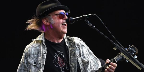 Neil Young, Bob Dylan Trade Surprises As Stars Share London Stage