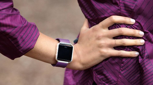 Fitbit Either Doesn't Understand Apple Watch Or Hopes You Won't, Neither Is Good