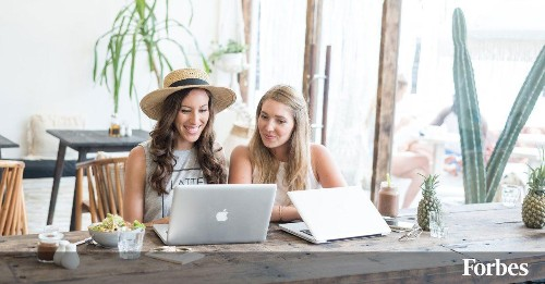 How Two Millennial Women Made Over $130,000 While Traveling the World Full-Time