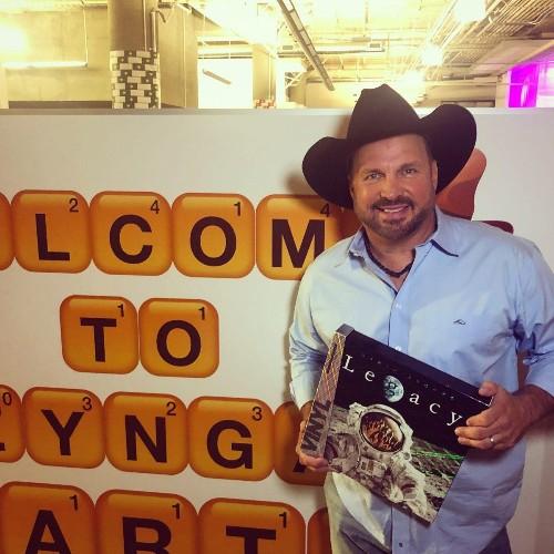 Garth Brooks Sells More Than 1M Vinyl Records On Pre-Order