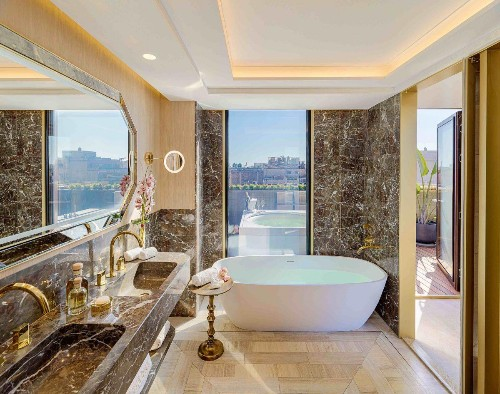 Bathing Beauties: 10 Luxury Hotel Tubs To Die For