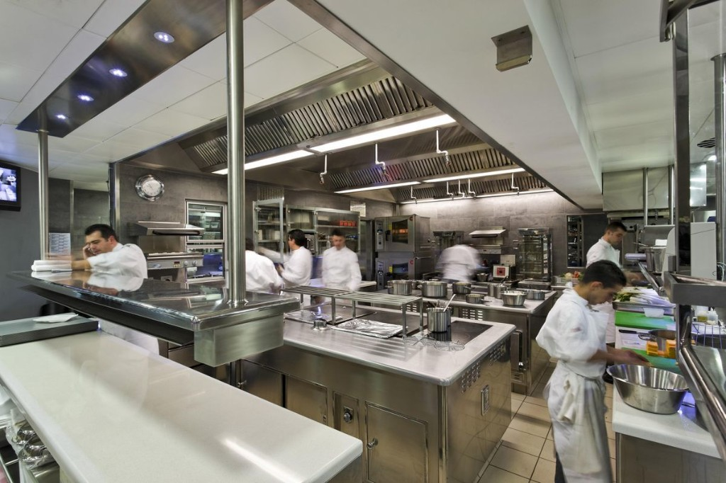 Five Tips In Five Minutes: How To Entertain Efficiently Using The Techniques Of Restaurant Chefs
