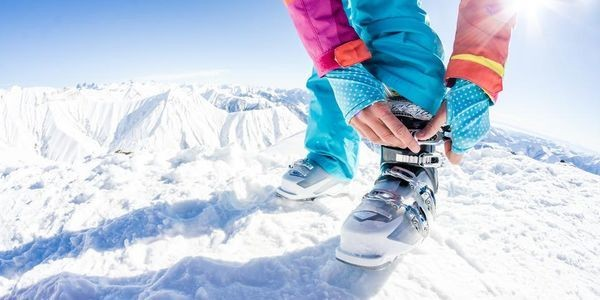 The Best Ski And Snowboard Accessories For Winter 2019-2020
