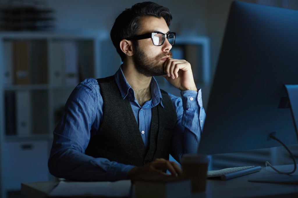 12 Signs Of A Virtual Micromanager