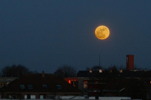 This Is What's Special About A Full Supermoon Occurring On The Equinox This Year