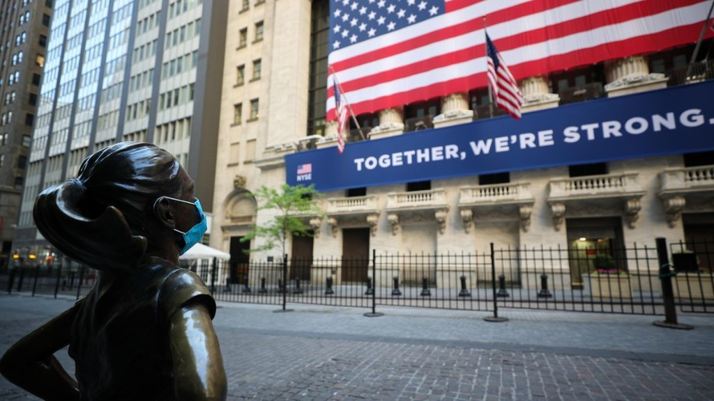 White-Collar Wall Street Professionals Will Witness Layoffs And Bonus Cuts