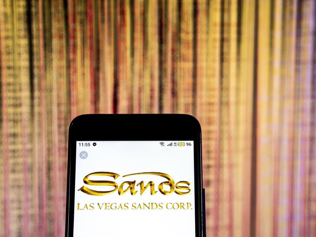 Bet On Las Vegas Sands or Penn National Gaming?