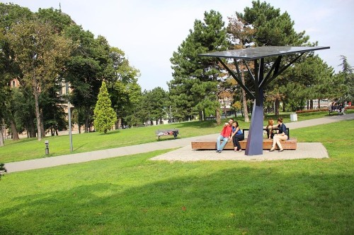 Rooftop Wind Turbine, Solar-Powered Mobile Device Charger Win At VERGE