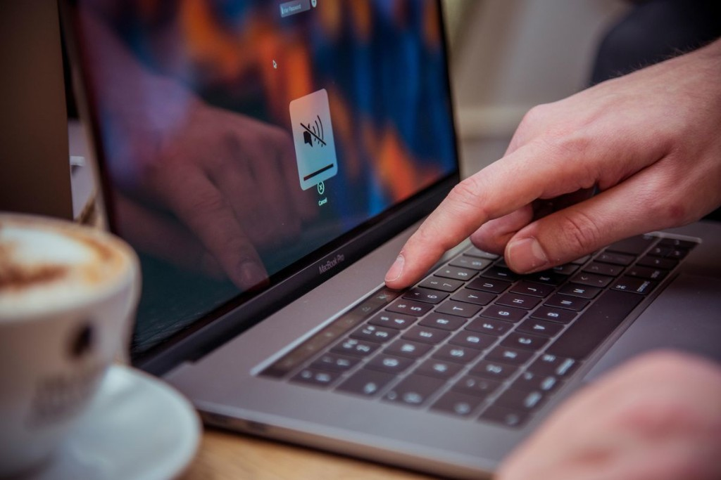 Microsoft's Innovative Surface Pro Can Defeat Apple's Radical MacBook Pro