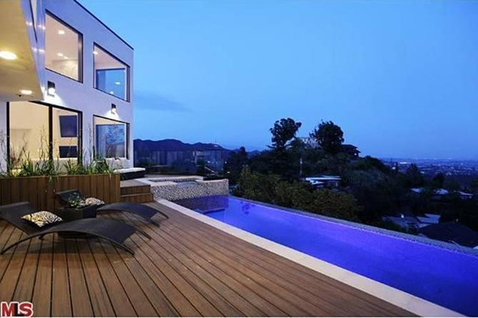 7 Opulent Celebrity Homes With Pools