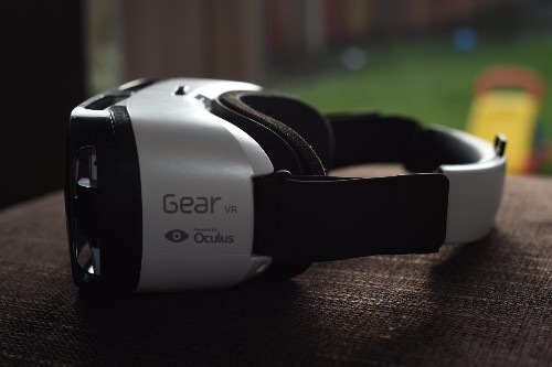 Samsung Gear VR Review: The Amazing Virtual Reality Headset For The Note 4