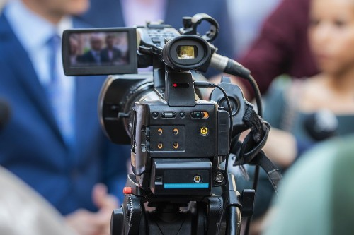 10 Body Language Hacks To Project Leadership Presence On Video
