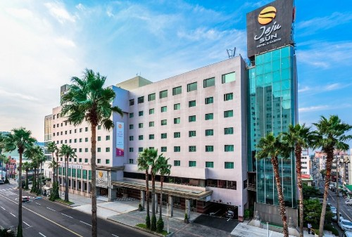 Philippine Billionaire Razon's Bloomberry Opens Korea Casino As License Contest Cools