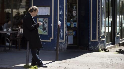Billionaire Chases T-Mobile, Bankrolls Free Internet Startup
