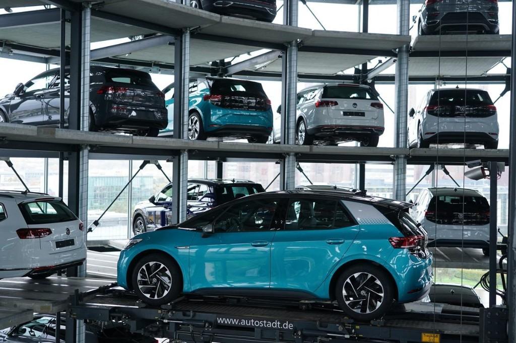 Volkswagen Returns To Profit But Slips Behind Rivals