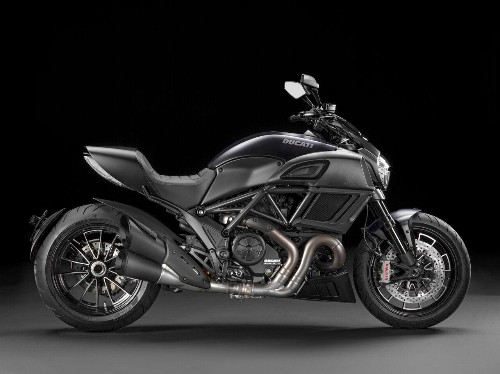 2015 Ducati Diavel Carbon Test Ride And Review: Hot Rod Cruising, Italian Style