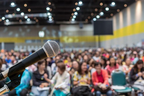 How To Become A Professional Speaker In 7 Easy Steps