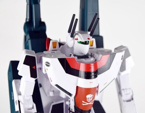 VF-1S Strike Valkyrie Hikaru Ichijo Custom Toy Review: Better Than Any Jetfire