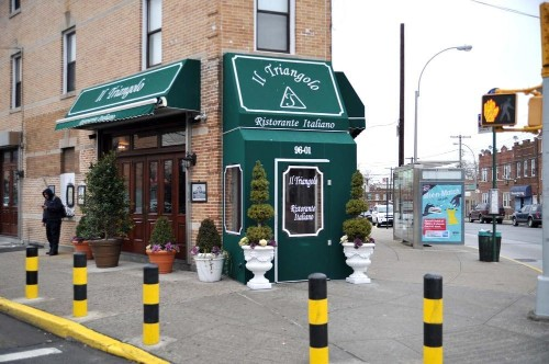 This New York City Restaurant Prohibits Cell Phone Use -- And The Customers Don't Mind