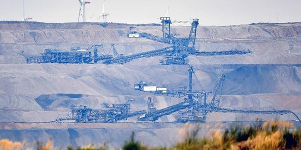 The Ten Countries That Dominate World Fossil Fuel Production