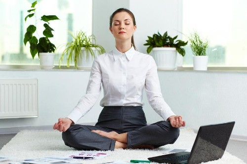How Daily Meditations Can Reduce Work Stress And Increase Happiness