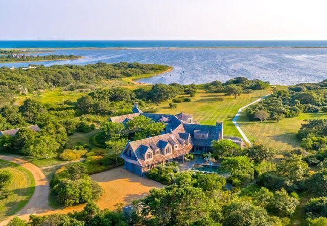 Barack And Michelle Obama Are Buying Martha's Vineyard Estate From Boston Celtics Owner