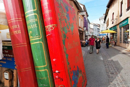 If You're A Reader, You'll Want To Book A Trip To These Book Towns