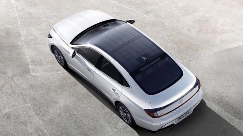 Hyundai Put A Solar Panel On An Electric Car But It's False Green