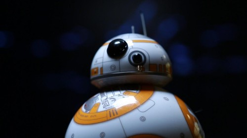 BB-8 Toy Watches And Reacts To 'Star Wars: The Force Awakens'