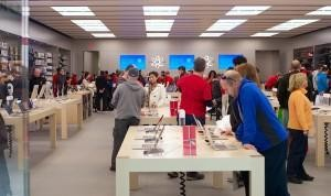 The $5,000-Per-Square-Foot Customer Experience: How To Copy The Apple Store's Magic Formula