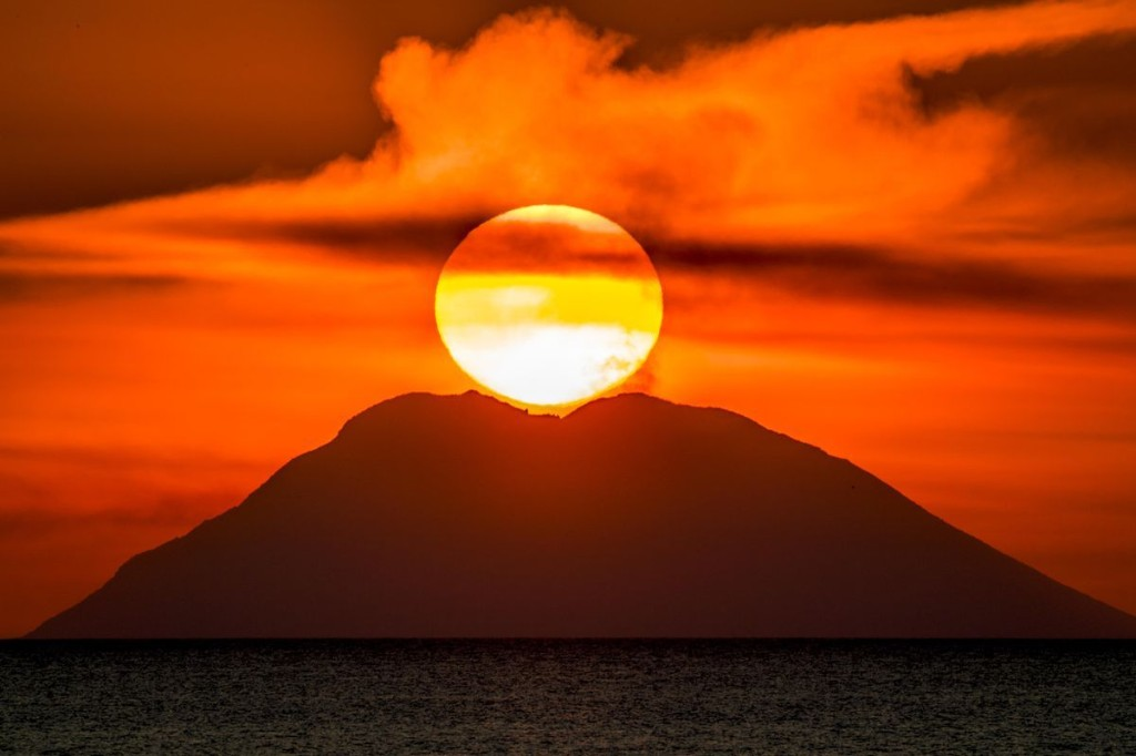 Italy's Deadly Stromboli Volcano Suddenly Explodes Again Without Warning