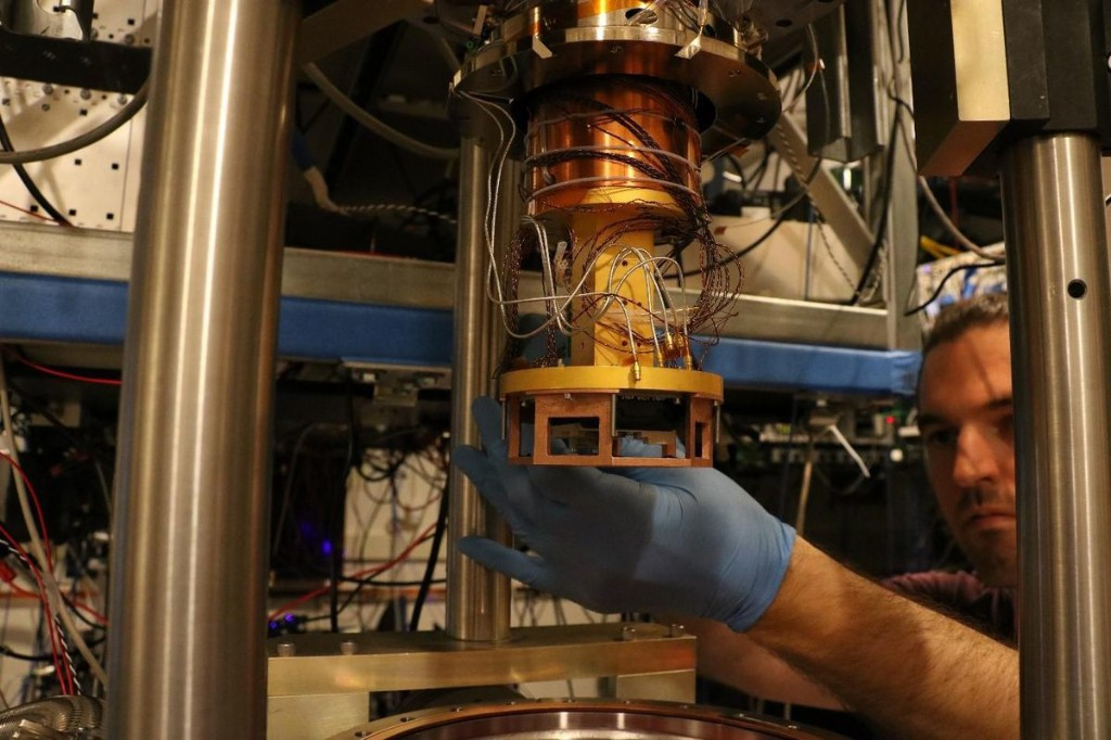 MIT Lincoln Laboratory Creates The First Trapped-Ion Quantum Chip With Integrated Photonics