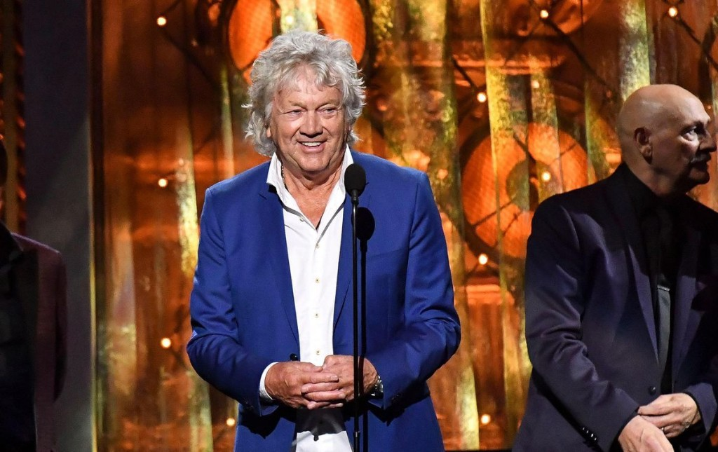 Moody Blues' John Lodge Releases Family-Driven Single 'In These Crazy Times'