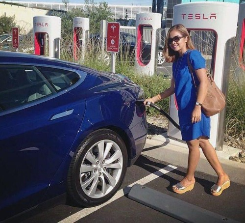 EV Road Trip Blues: Why Charging Station Buildout Lags Behind Electric Car Adoption