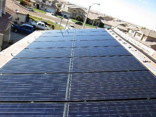 Obama Touts Private And Public Efforts To Promote Solar And Energy Efficiency