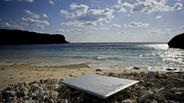 10 Tricks To Work Less On Vacation