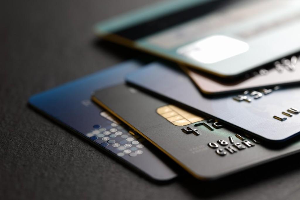 This Week In Credit Card News: Pandemic Brings Huge Drop In Credit Card Debt And Spending