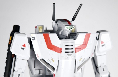 DX Chogokin VF-1J Valkyrie Toy Review: Easily One Of The Best 'Macross' Toys Ever Made
