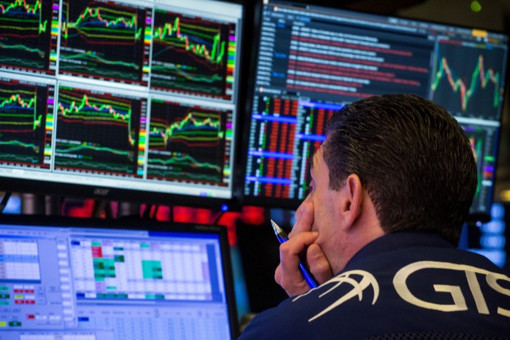 Dow Jones Futures: S&P 500 Stocks Struggle, Coronavirus Threatens Stock Market Rally; Gold Inflow Surges