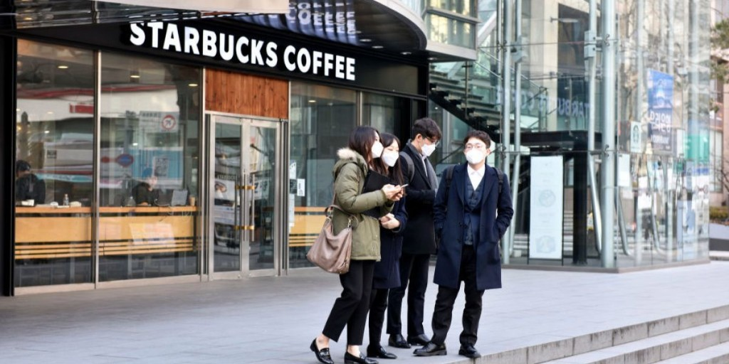 A woman spread COVID to 27 customers at a Starbucks. Its mask-wearing employees escaped infection