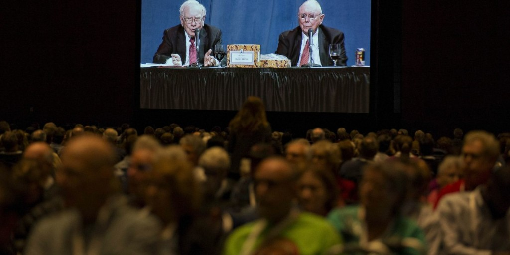 Warren Buffett Bashes Hedge Funds at Annual Meeting
