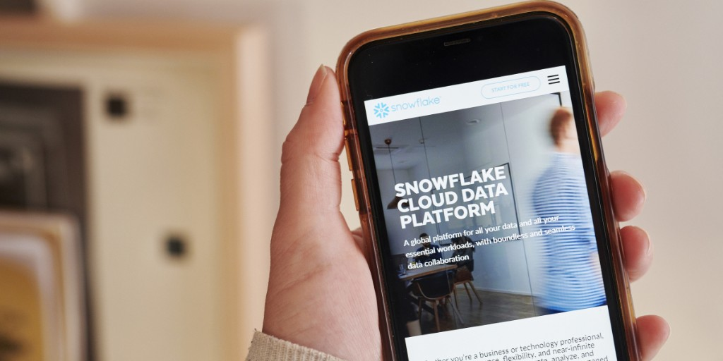 Snowflake drops amid warnings of a 'violent selloff'