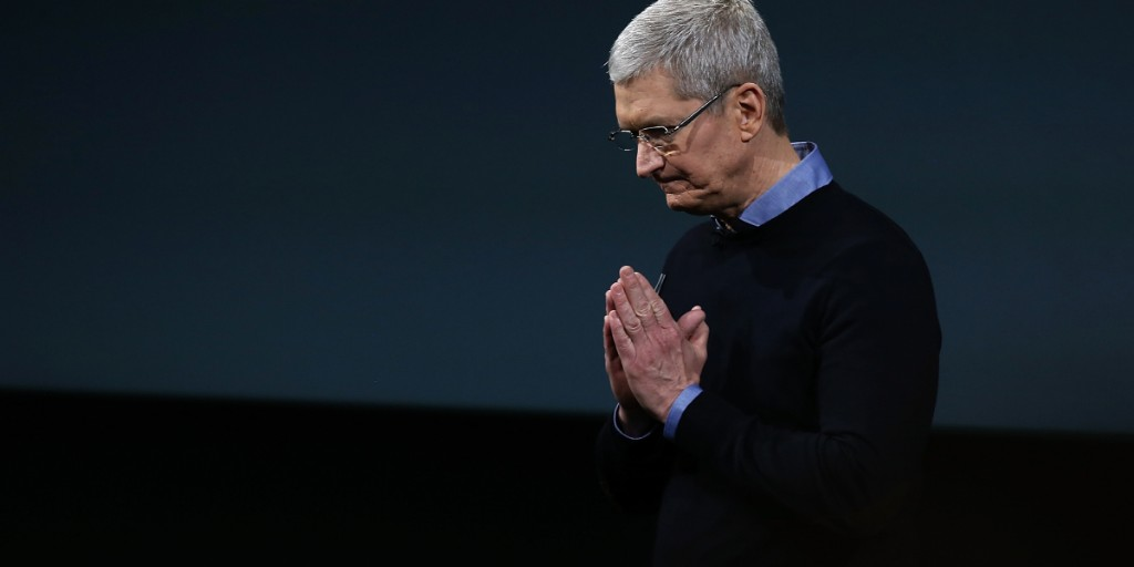 SEC Says Apple Must Allow Investors to Vote on Executive Pay Probe
