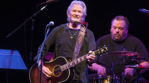Kris Kristofferson gives surprise performance at Fargo bar