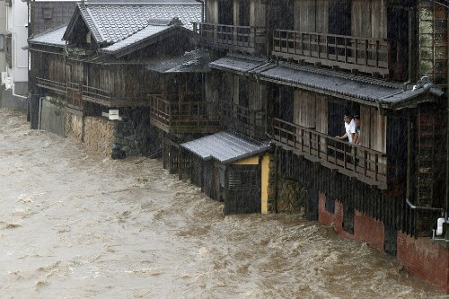 Typhoon, earthquake and tornado hit Japan, shutting down cities with evacuations