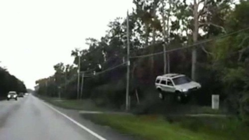 Off-duty Florida police officer jumps into action after SUV goes airborne, hits trees before landing