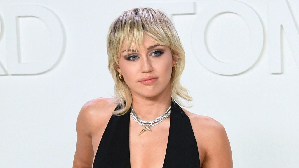 Miley Cyrus covers 'Zombie' by The Cranberries, stuns fans