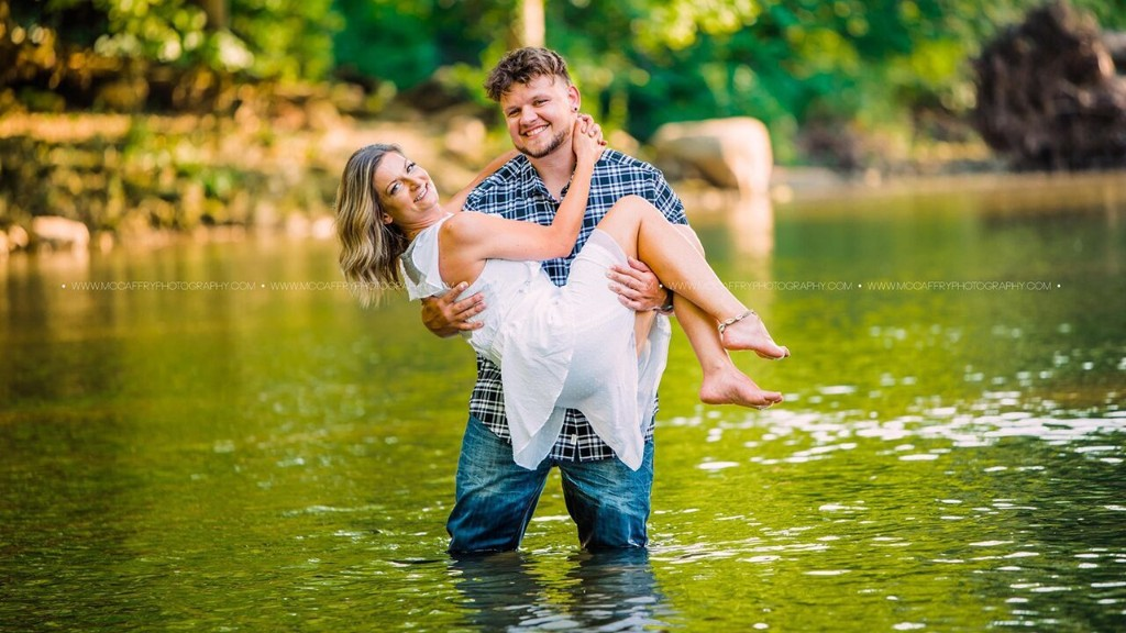 Blind date photo shoot charms Facebook users: 'Their chemistry was amazing'